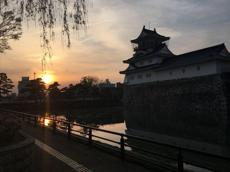 富山城と夕日