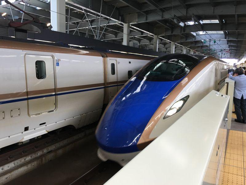 金沢駅のはくたか566号