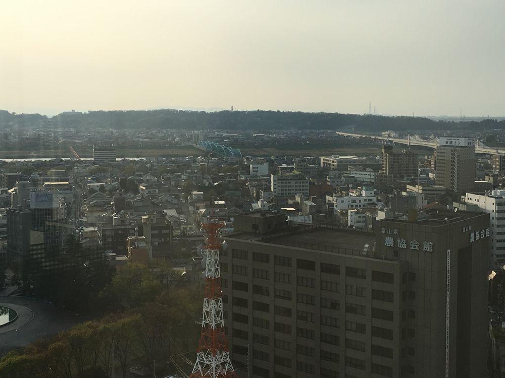 富山市役所の展望台から神通川