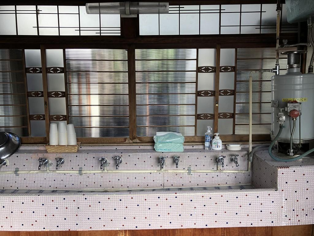 鳳明館森川別館の洗面所3