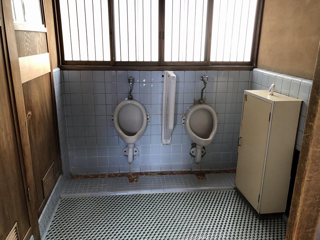 鳳明館森川別館の男性用トイレ2