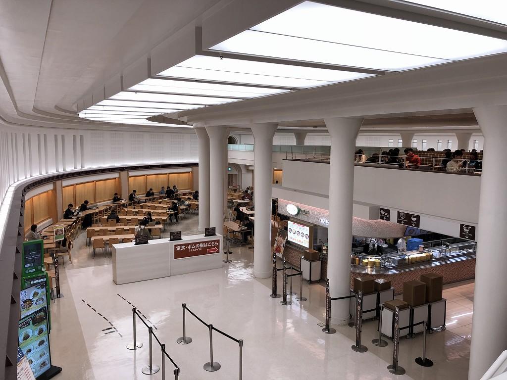 東大の中央食堂の内観