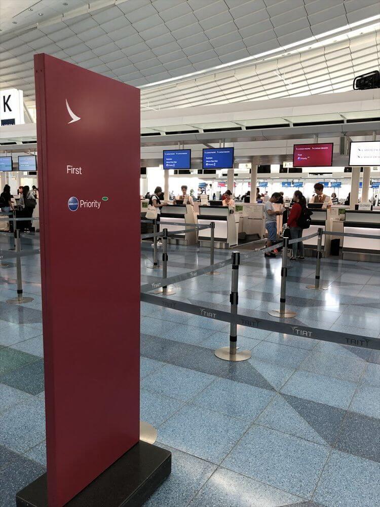 羽田空港のキャセイパシフィック航空のファーストクラスカウンター