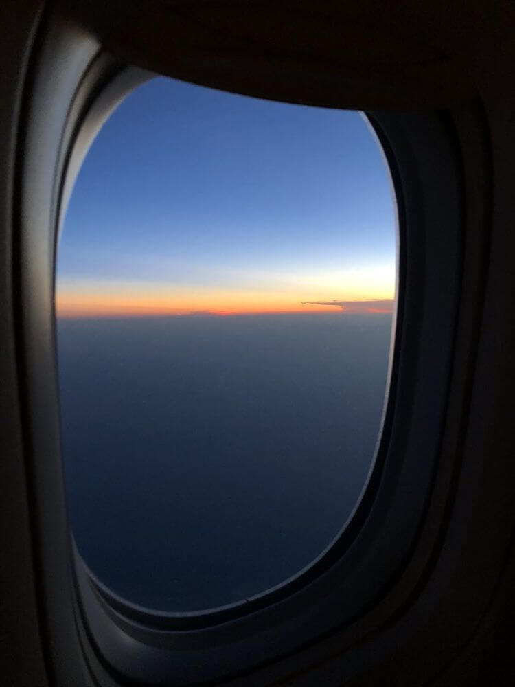 キャセイパシフィック航空(CX549)ファーストクラスから見た夕焼け