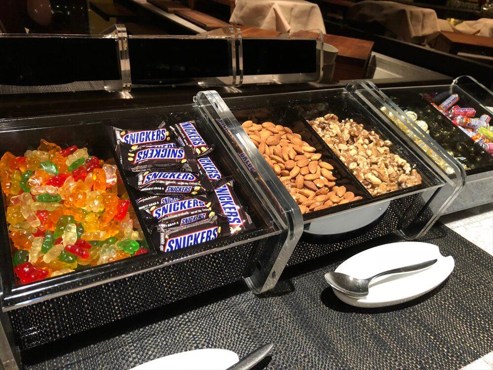 JWマリオットホテル香港のラウンジのお菓子2