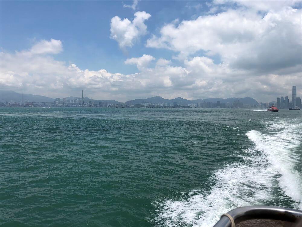 坪洲行きのフェリーから香港島
