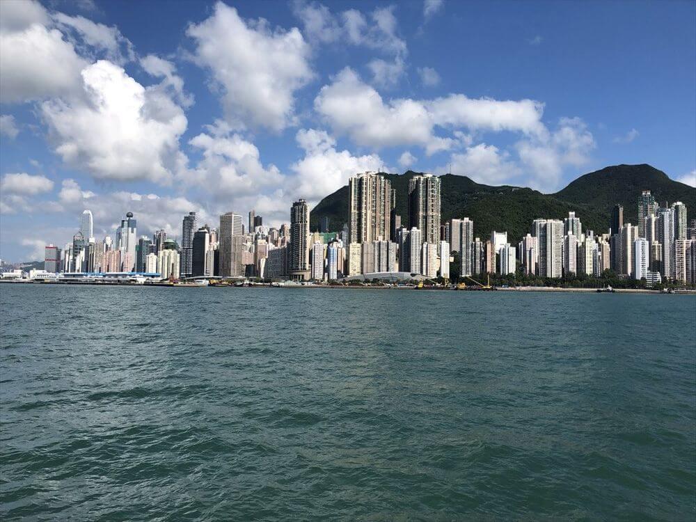 フェリーから香港島の高層ビル1