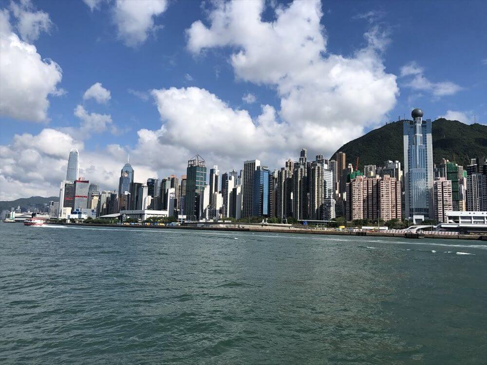 フェリーから香港島の高層ビル2