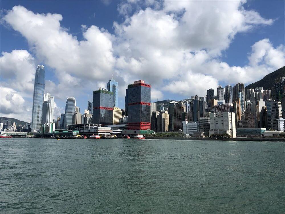 フェリーから香港島の高層ビル3