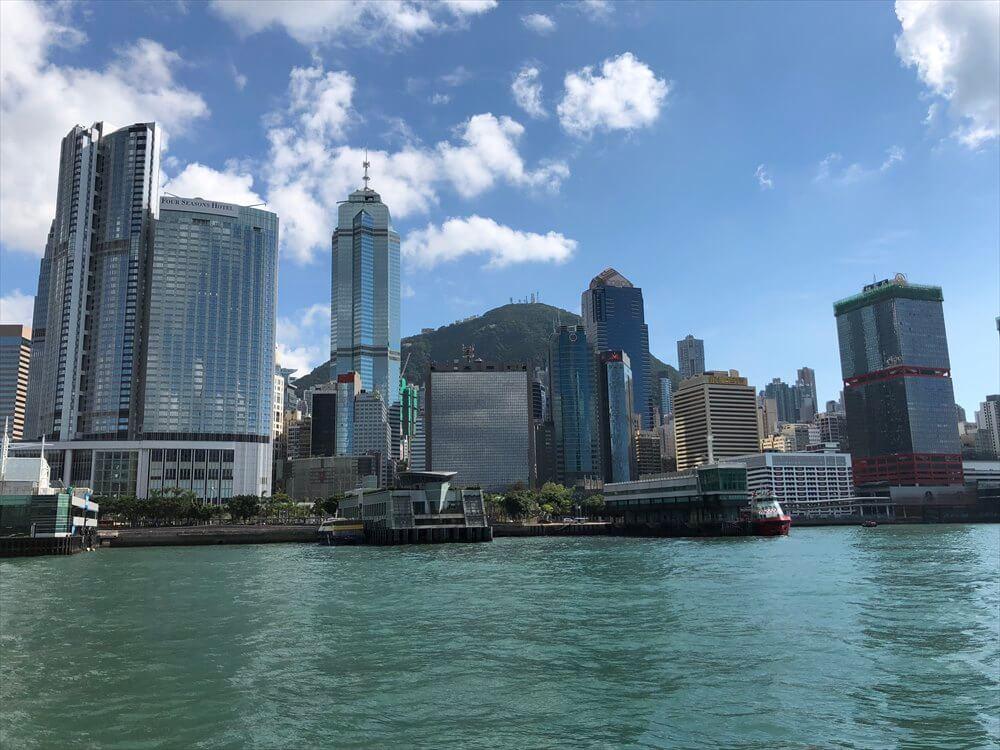 フェリーから香港島の高層ビル4