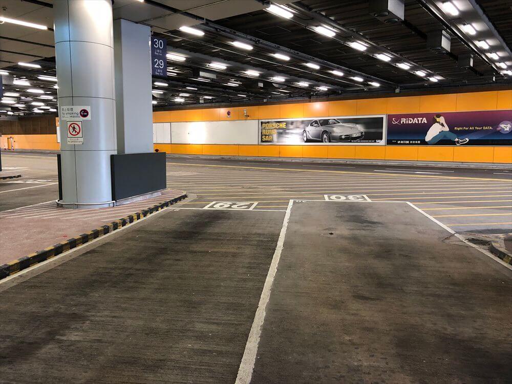 香港国際空港の第2ターミナルのシャトルバス乗り場の29番