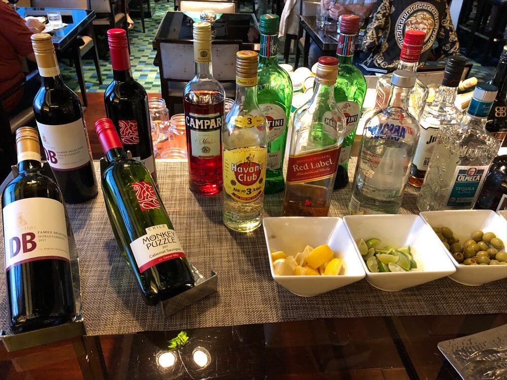 香港スカイシティマリオットホテルのラウンジの酒1