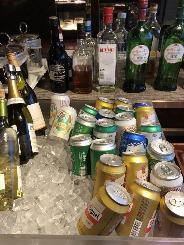 香港スカイシティマリオットホテルのラウンジの酒2