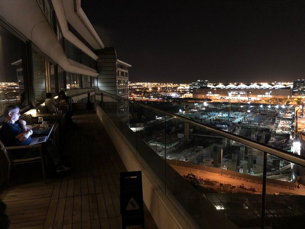 香港スカイシティマリオットホテルのラウンジのテラス席4