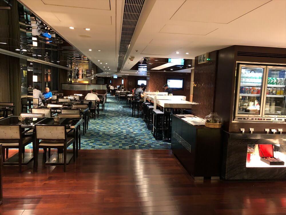 香港スカイシティマリオットホテルのラウンジの内観