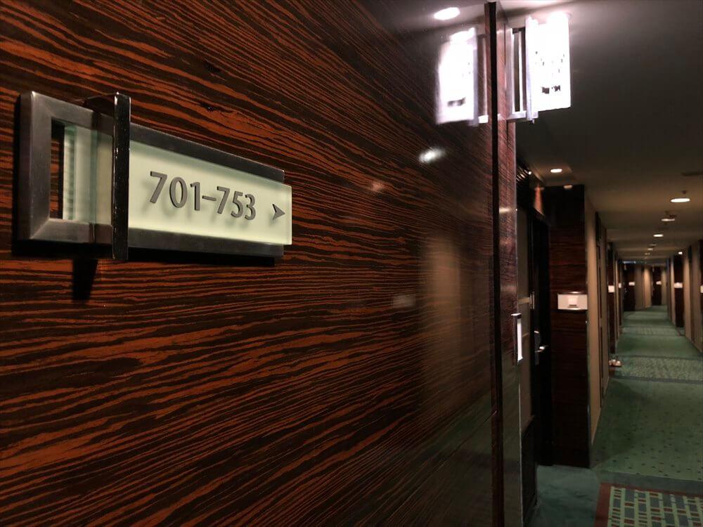 香港スカイシティマリオットホテルの長い廊下
