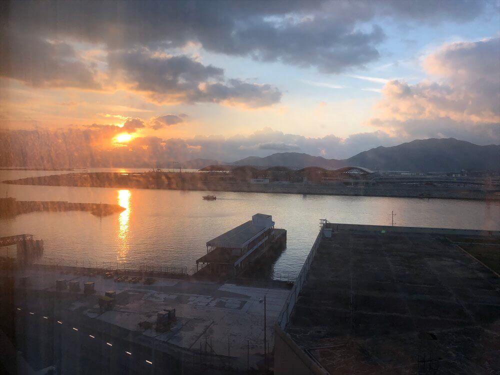 香港スカイシティマリオットホテルからの朝日