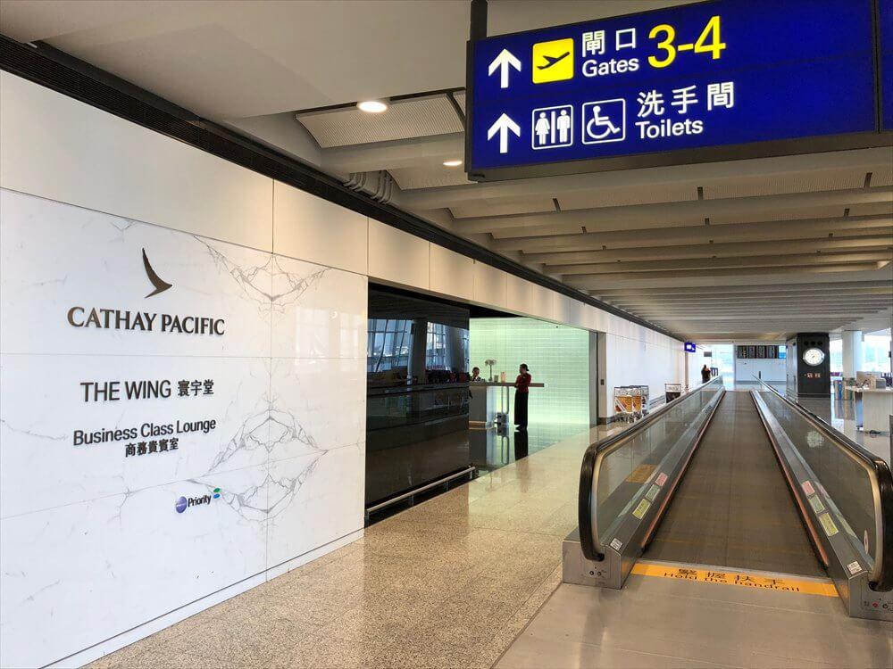 香港国際空港のキャセイパシフィック航空の「THE WING」ラウンジの入口
