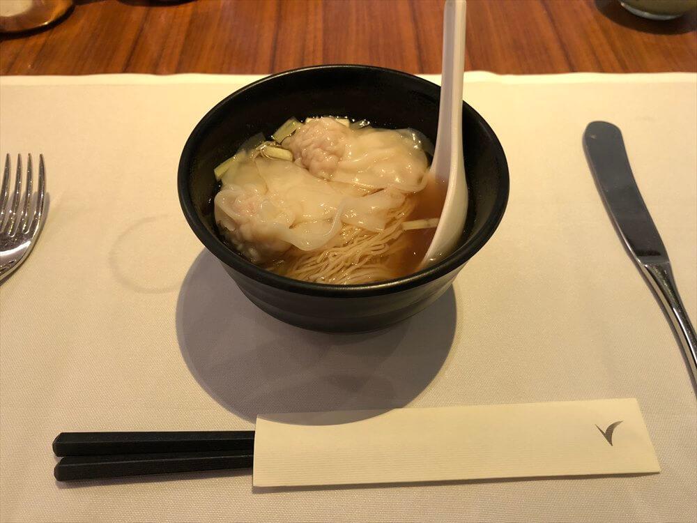 香港国際空港のキャセイパシフィック航空の「THE WING」のHAVENのワンタン麺