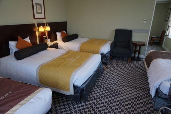 ホテルモントレエーデルホフ札幌デラックスコーナーツインルームドア方面画像