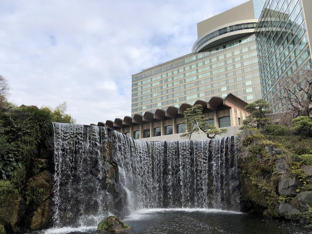 ホテルニューオータニの日本庭園の滝(朝)2