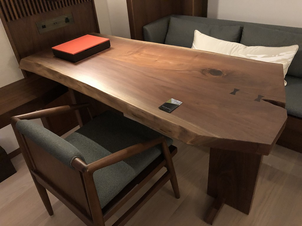 HOTEL THE MITSUI KYOTOのプレミアガーデンビュールームのテーブル