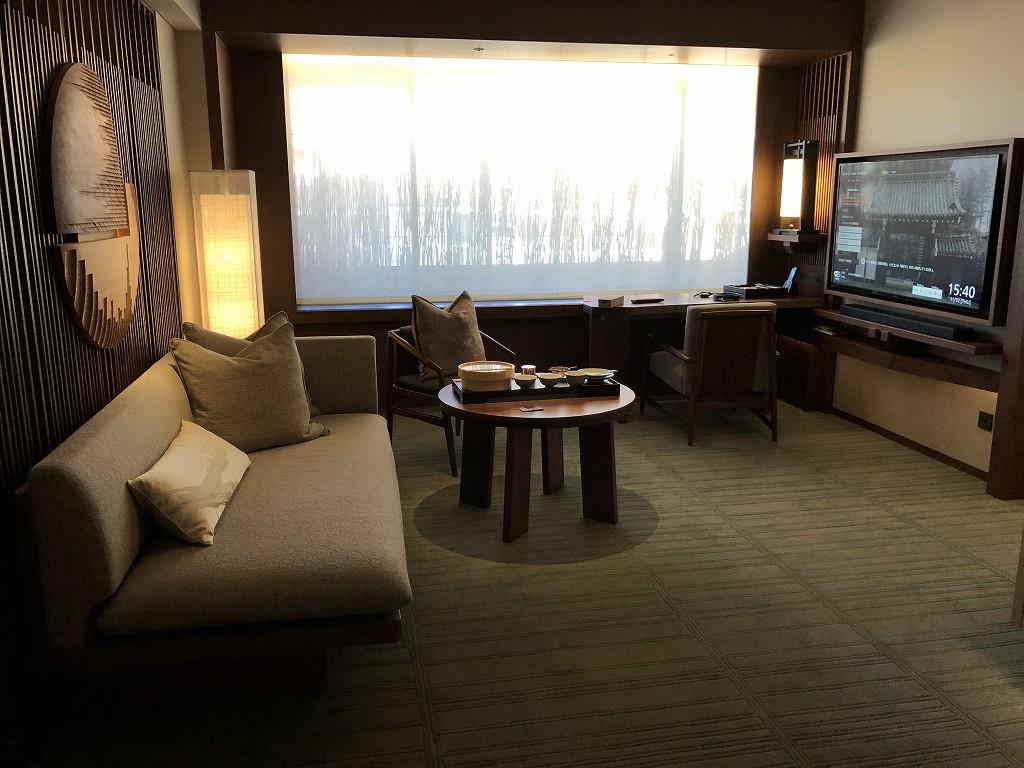 HOTEL THE MITSUI KYOTOのデラックススイートルームのリビングルーム1