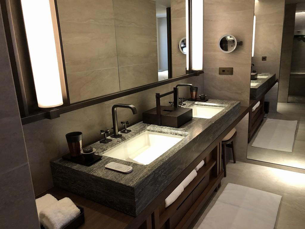 HOTEL THE MITSUI KYOTOのデラックススイートルームの洗面台