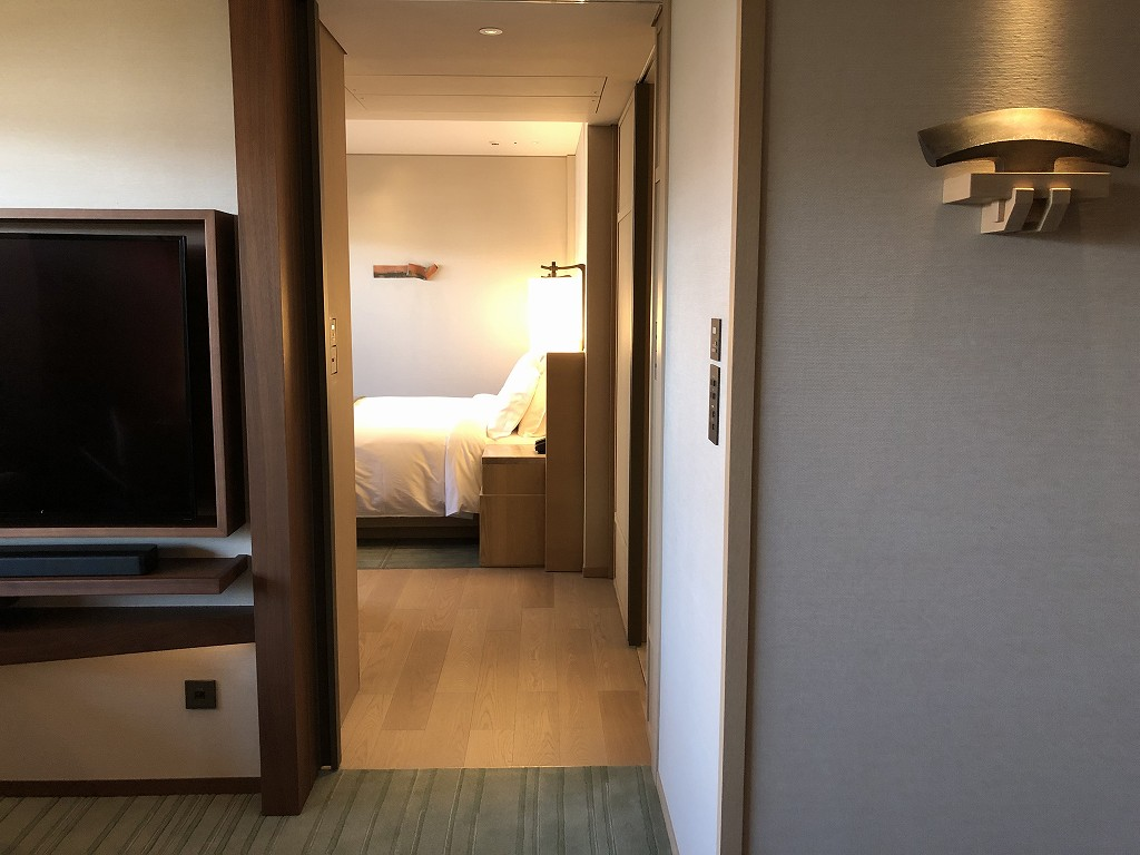 HOTEL THE MITSUI KYOTOのデラックススイートルームの寝室1