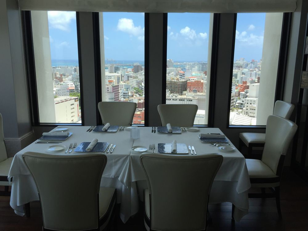 ハイアットリージェンシー那覇沖縄のミラノ・グリルのテーブル
