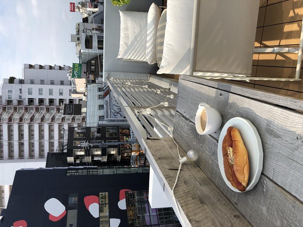 illi Shimokitazawaの301号室のテラス席で朝食