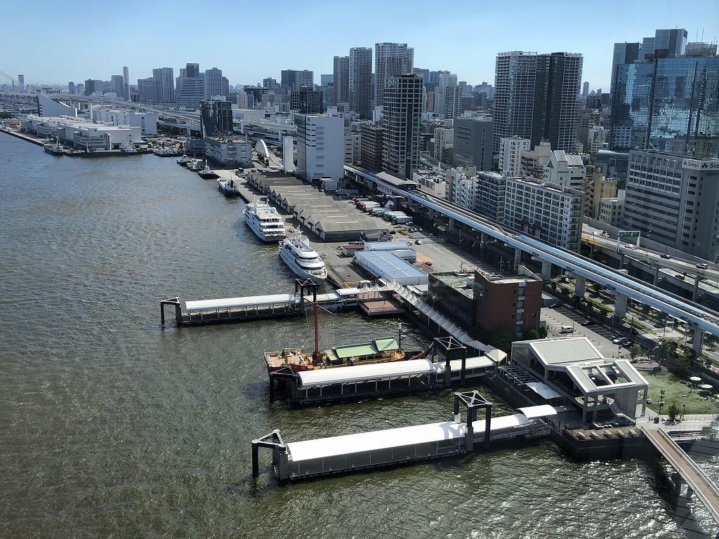 ホテルインターコンチネンタル東京ベイのベイビュールーム(プレミアムルーム)からの日の出桟橋