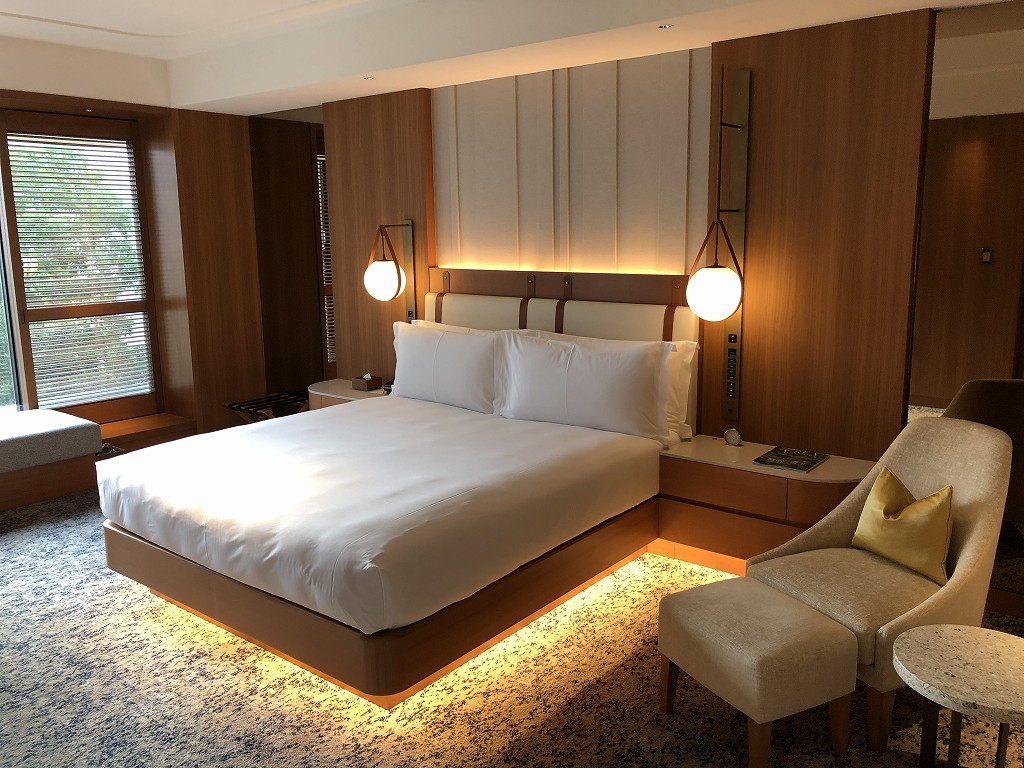 インターコンチネンタル横浜Pier8のガーデンスイートのベッド1