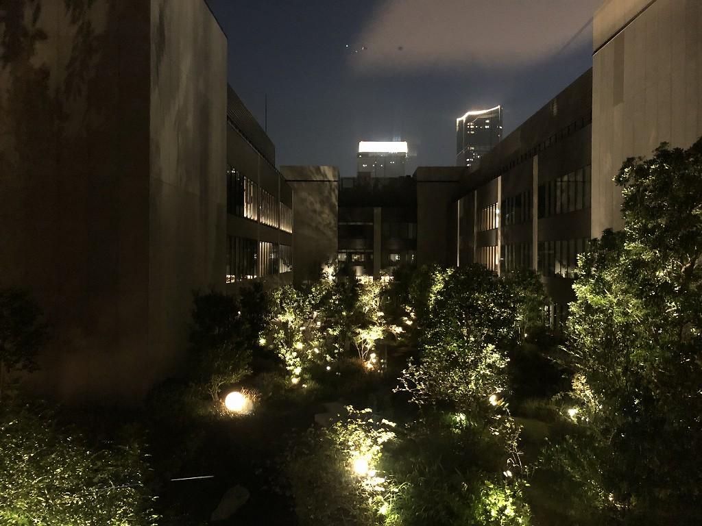 インターコンチネンタル横浜Pier8の中庭(夜)