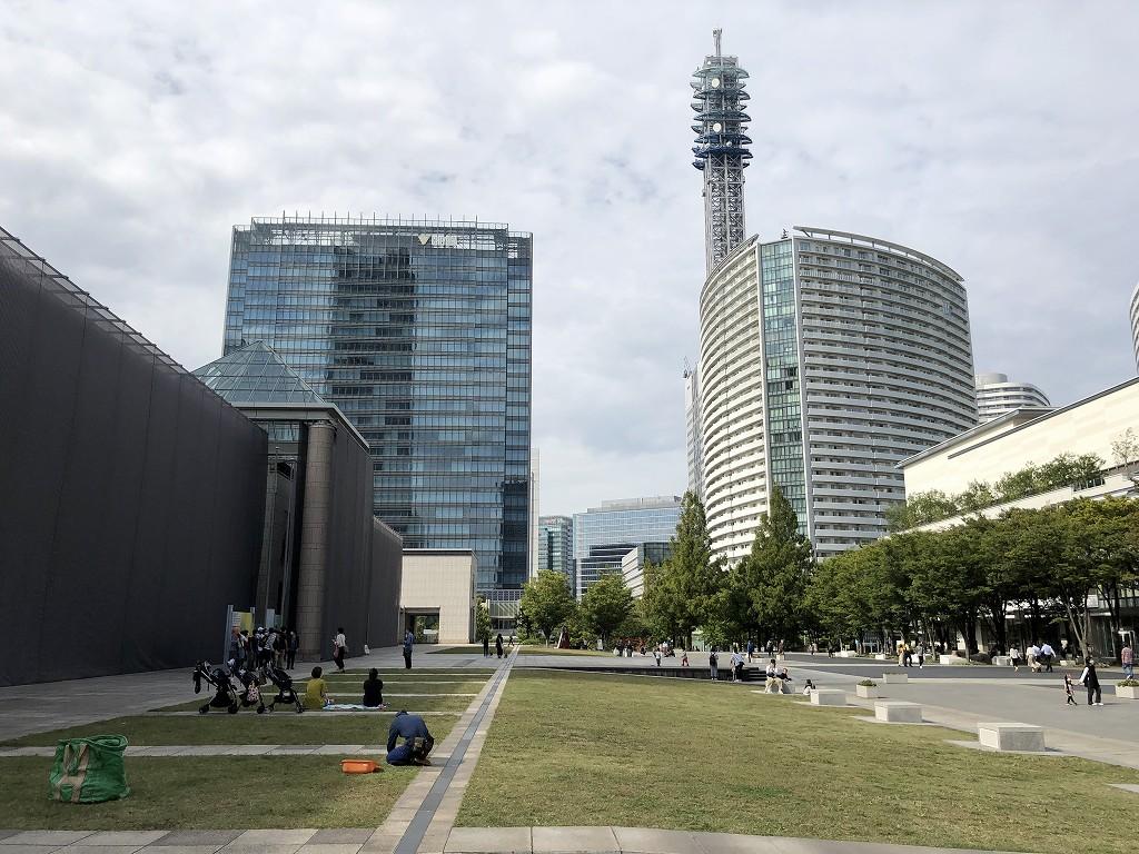 横浜美術館前の庭