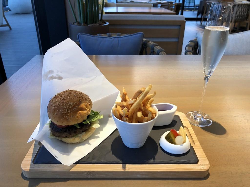インターコンチネンタル横浜Pier8の「LARBOARD」の国産牛のハンバーガー1