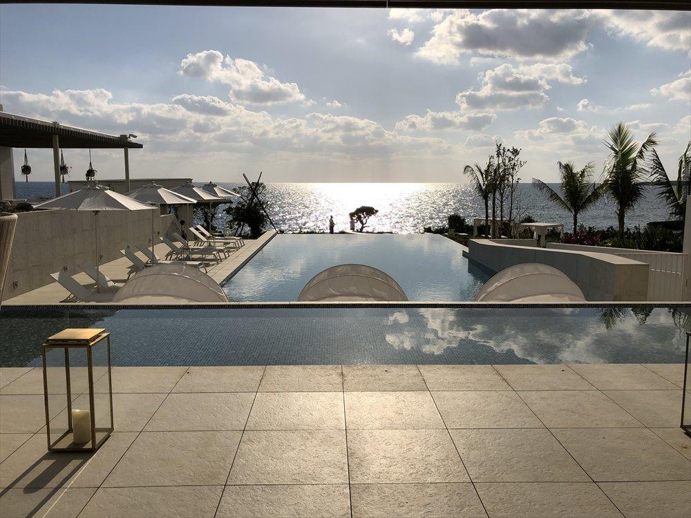 イラフSUIラグジュアリーコレクションホテル沖縄宮古のロビーからの眺め