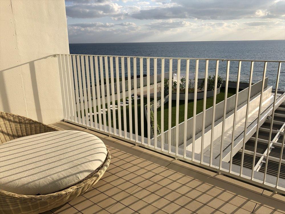 イラフSUIラグジュアリーコレクションホテル沖縄宮古のアッパーオーシャンビュールームのテラス1