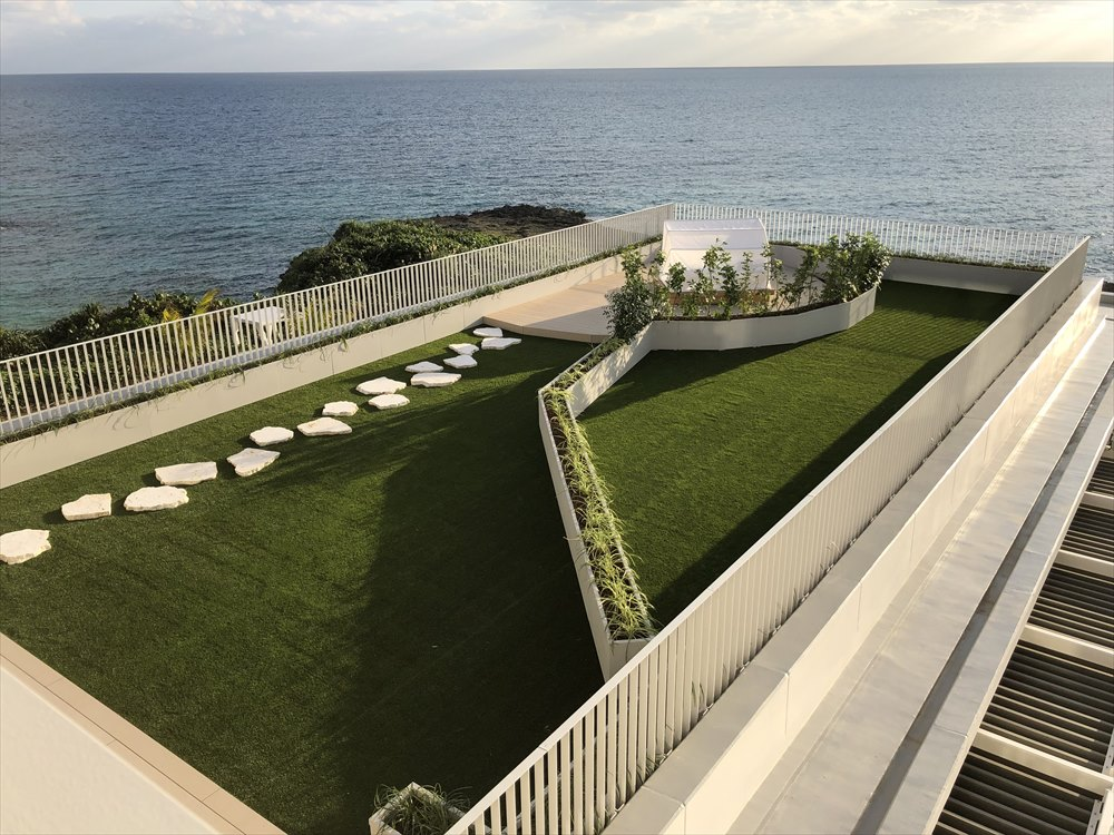 イラフSUIラグジュアリーコレクションホテル沖縄宮古のアッパーオーシャンビュールームのテラス2