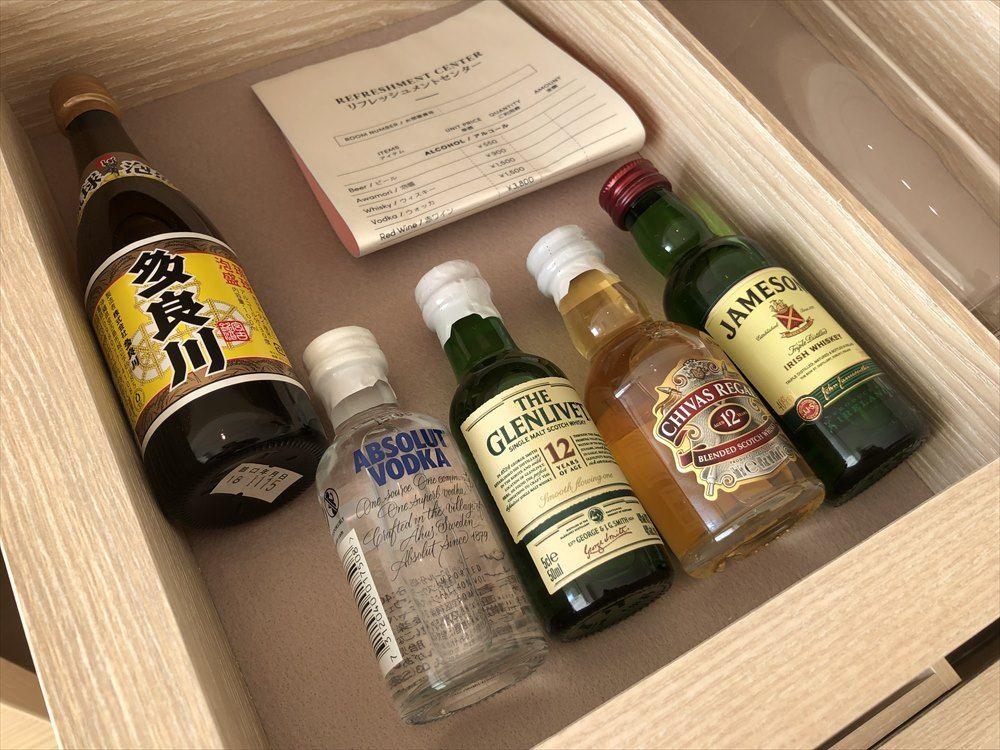 イラフSUIラグジュアリーコレクションホテル沖縄宮古のアッパーオーシャンビュールームの有料ドリンク