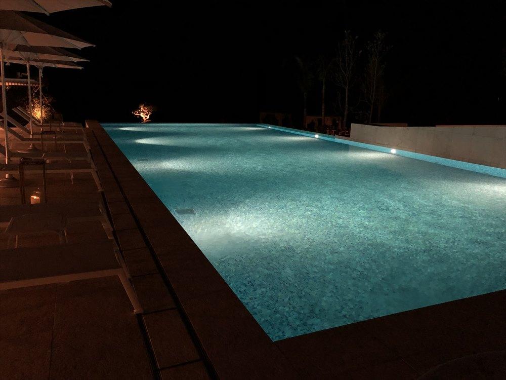 イラフSUIラグジュアリーコレクションホテル沖縄宮古の夜のプール
