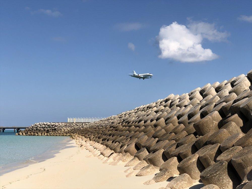 下地島に着陸するセスナ機
