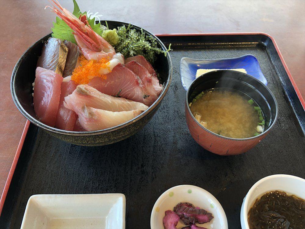 伊良部島のレストラン入江の海鮮丼1