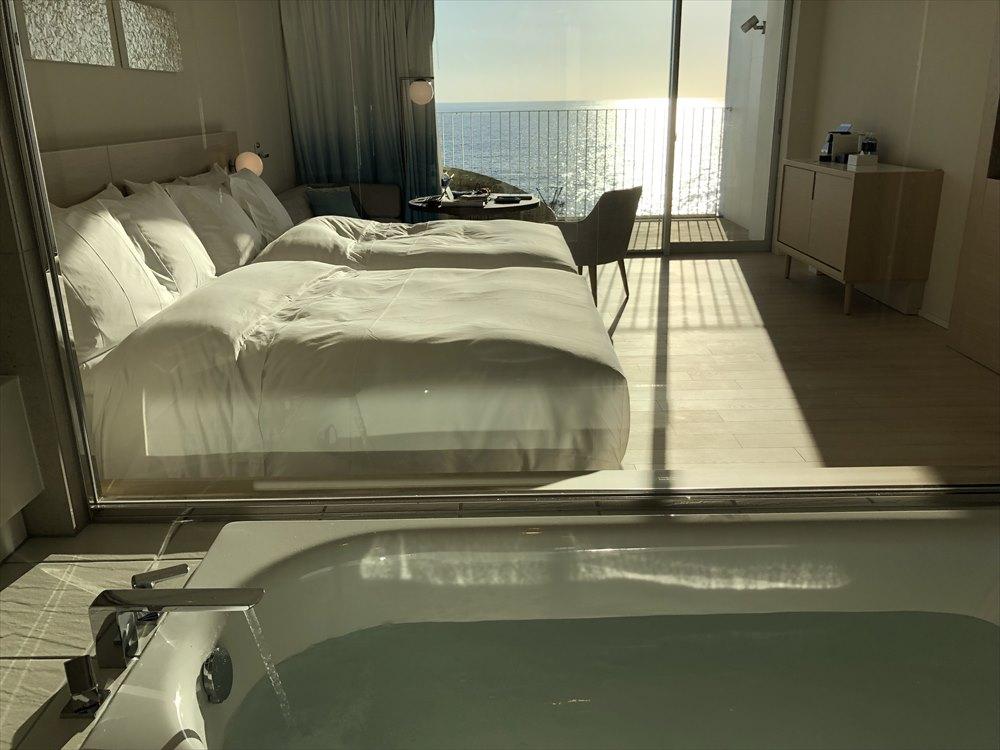 イラフSUIラグジュアリーコレクションホテル沖縄宮古のバスルームからの眺め