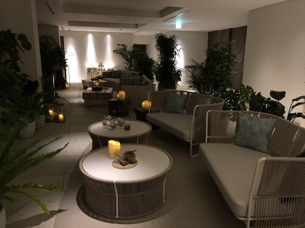 イラフSUIラグジュアリーコレクションホテル沖縄宮古の夜のロビー