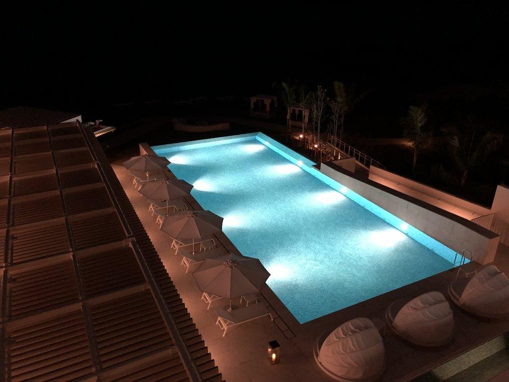 イラフSUIラグジュアリーコレクションホテル沖縄宮古の夜のプール1