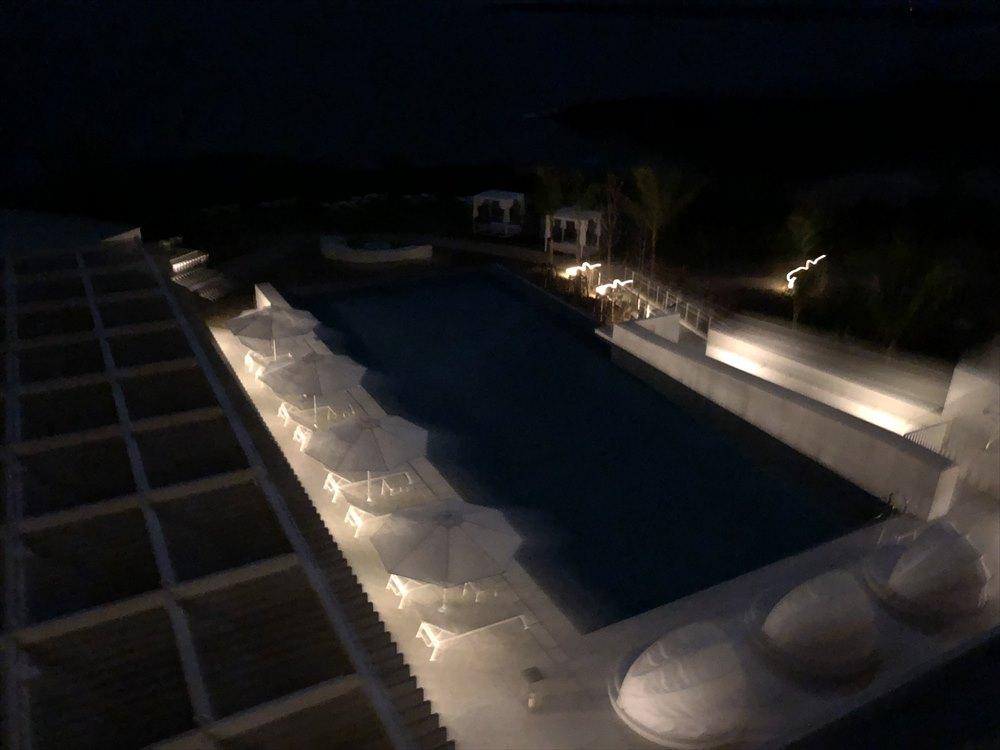 イラフSUIラグジュアリーコレクションホテル沖縄宮古の夜のプール2
