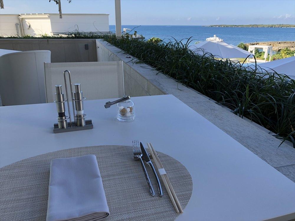イラフSUIラグジュアリーコレクションホテル沖縄宮古のTIN'INのテラス席