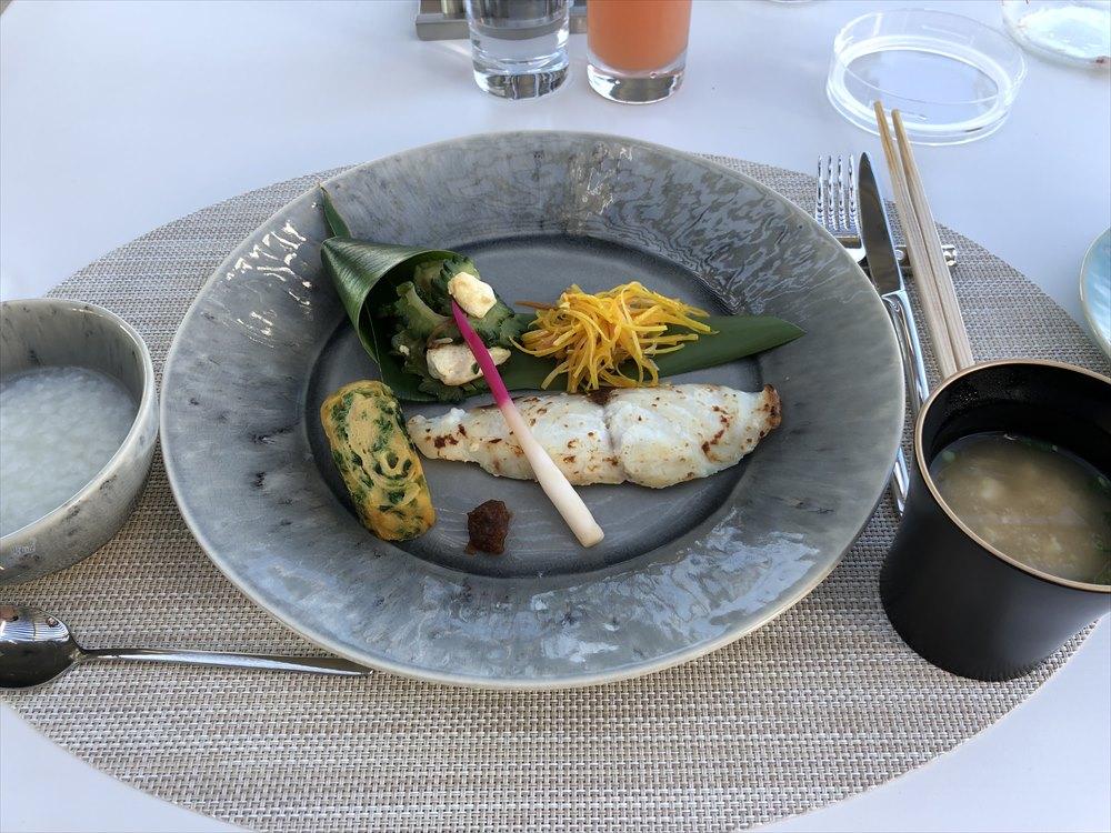 イラフSUIラグジュアリーコレクションホテル沖縄宮古のTIN'INの朝食の和食プレート1