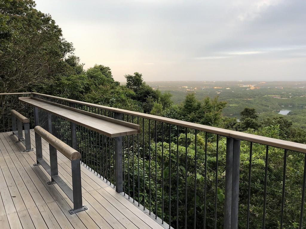 横山展望台の「木もれ日テラス」
